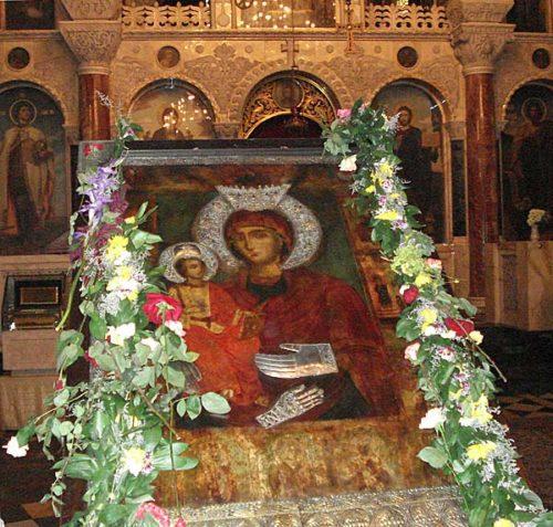 Богородица Троеручица в Троянския манастир